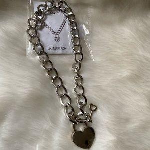 Jewelry - Chunky chain lock necklace